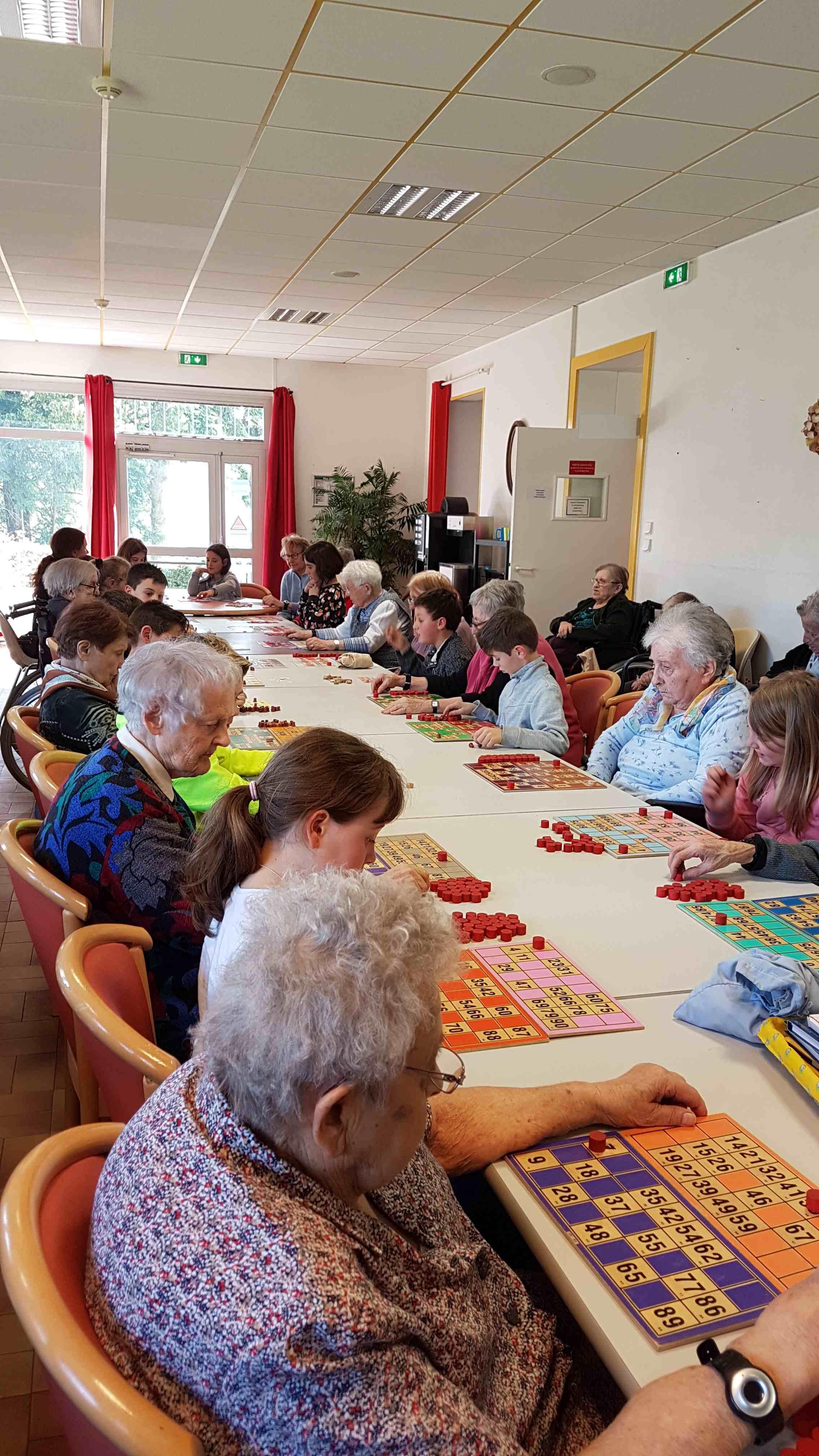 Visite des cm1 cm2 la maison de retraite ecole priv e for Aide aux parents en maison de retraite